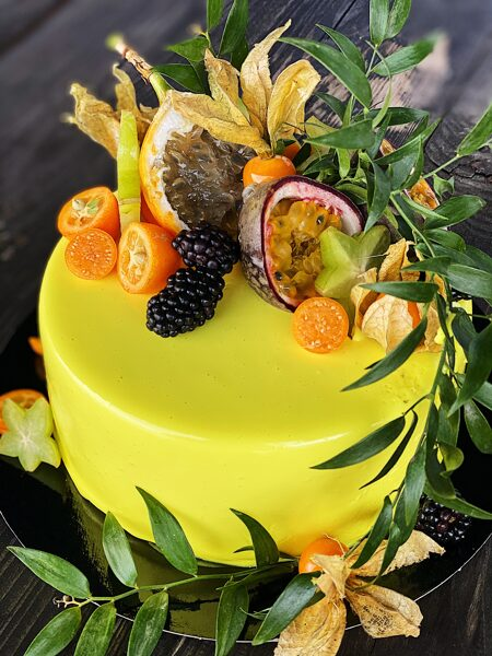 Tropiskā mango-marakujas mussa kūka 25Eur/kg